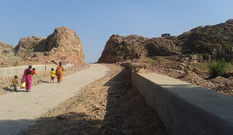 mountain-man-road-entrance
